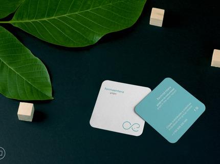 Minimalismo en Logotipo y tarjetas.